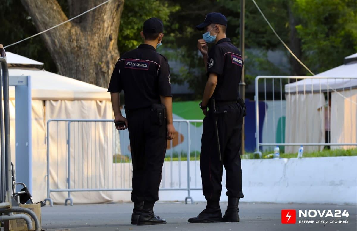 В Ташкенте пьяный мужчина избил женщину и напал с куском стекла на нацгвардейца и инспектора — видео