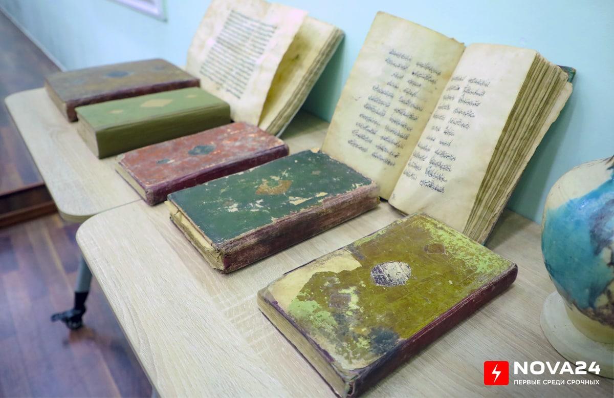В Узбекистан вернули 45 культурных ценностей XIII-XIX веков из России