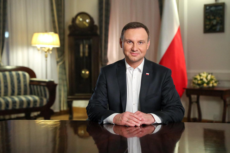 Президент Польши поблагодарил Мирзиёева за помощь в возвращении граждан домой из Афганистана