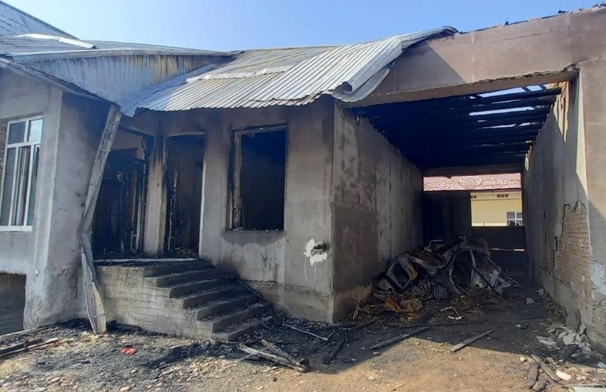 В Намангане из-за взрыва газового баллона в автомобиле загорелся дом — видео