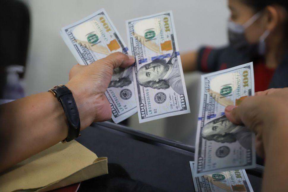 Центробанк Афганистана запретил снимать со счетов больше 200 долларов в неделю