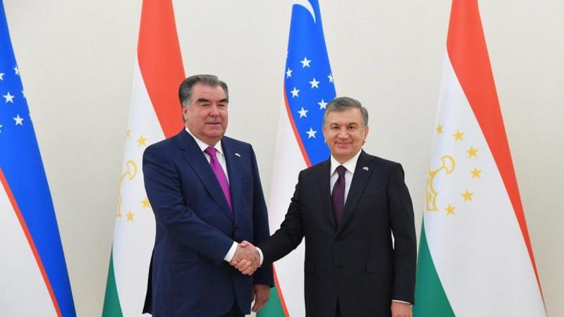 Эмомали Рахмон поздравил Узбекистан с 30-летием независимости