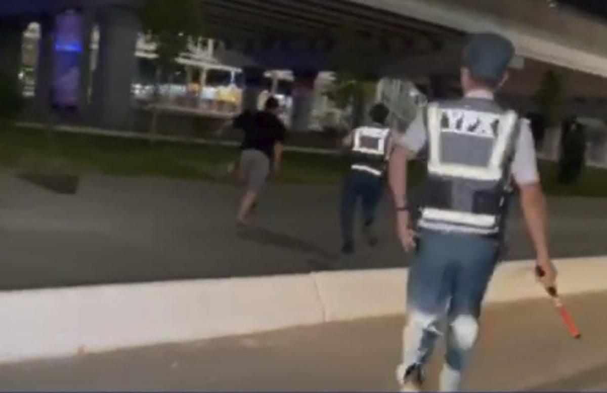 В столице мужчина заставил побегать за собой двоих сотрудников ДПС — видео