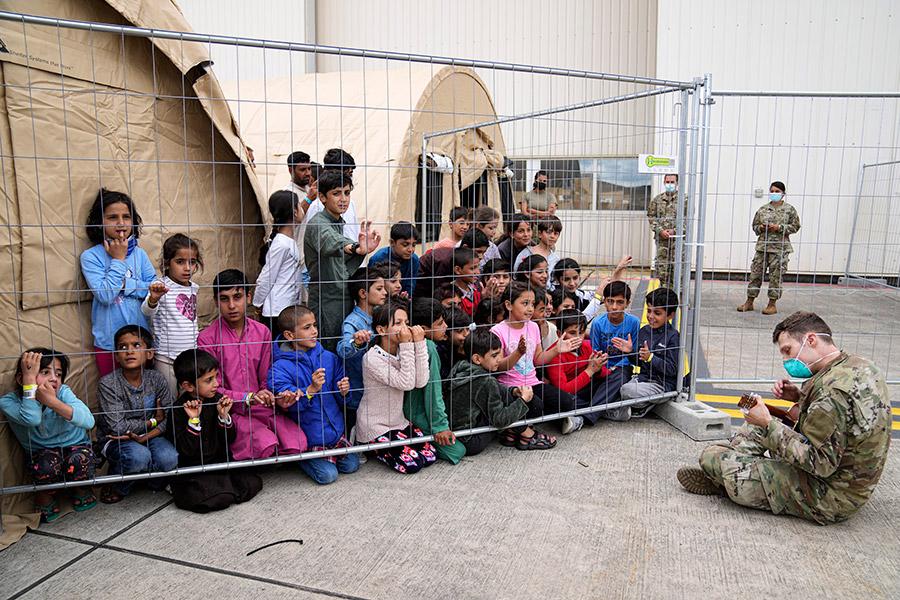 ООН заявила, что десятки афганских детей были эвакуированы из страны без родителей