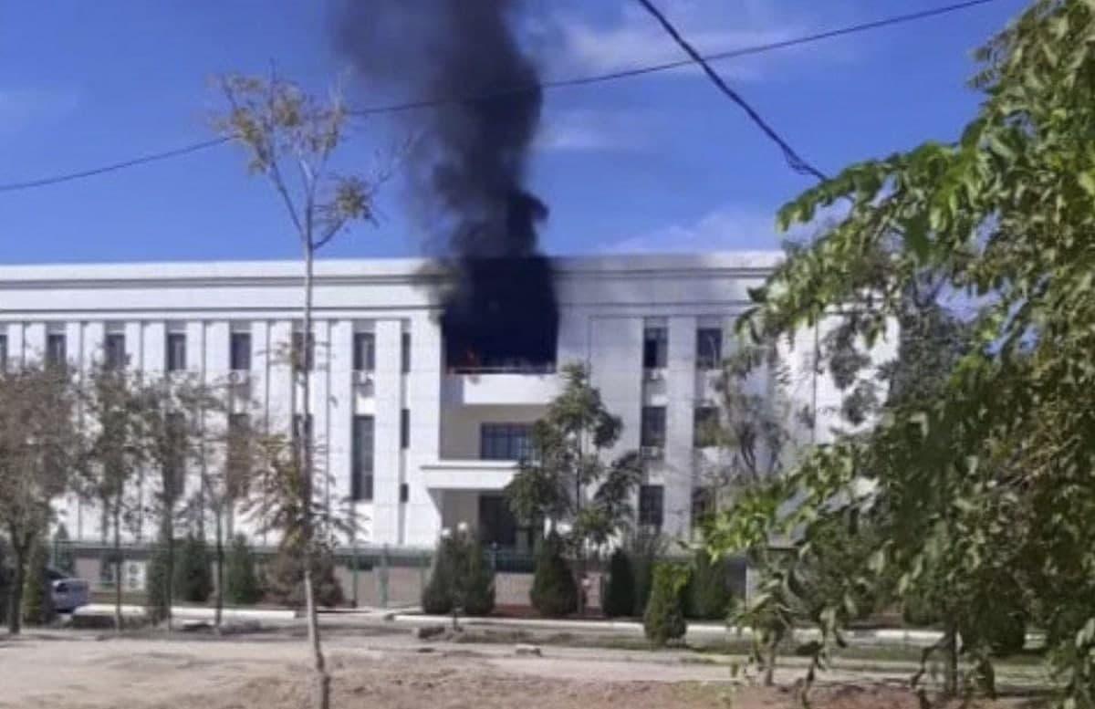 В здании прокуратуры Республики Каракалпакстан вспыхнул пожар
