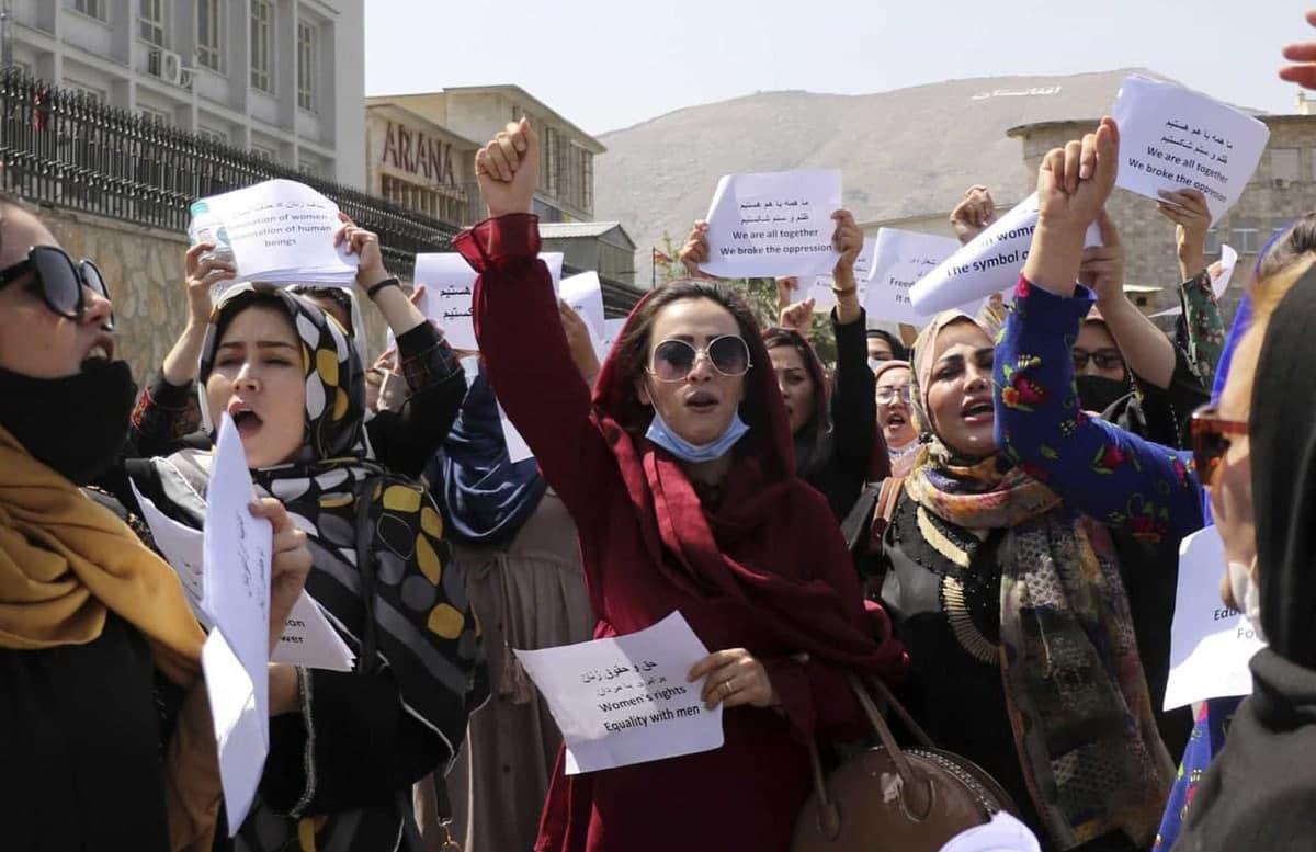 В Кабуле женщины вышли на митинг в защиту своих прав