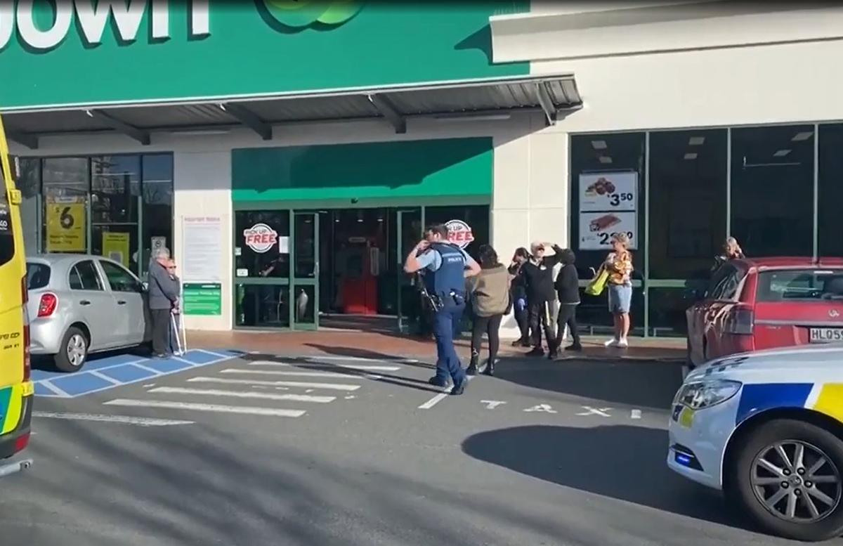 В Новой Зеландии мужчина ворвался с ножом в супермаркет: есть погибшие