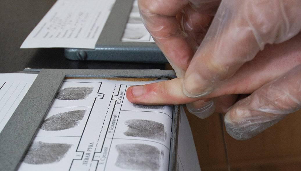 Прибывших в Россию мигрантов обяжут сдавать отпечатки пальцев