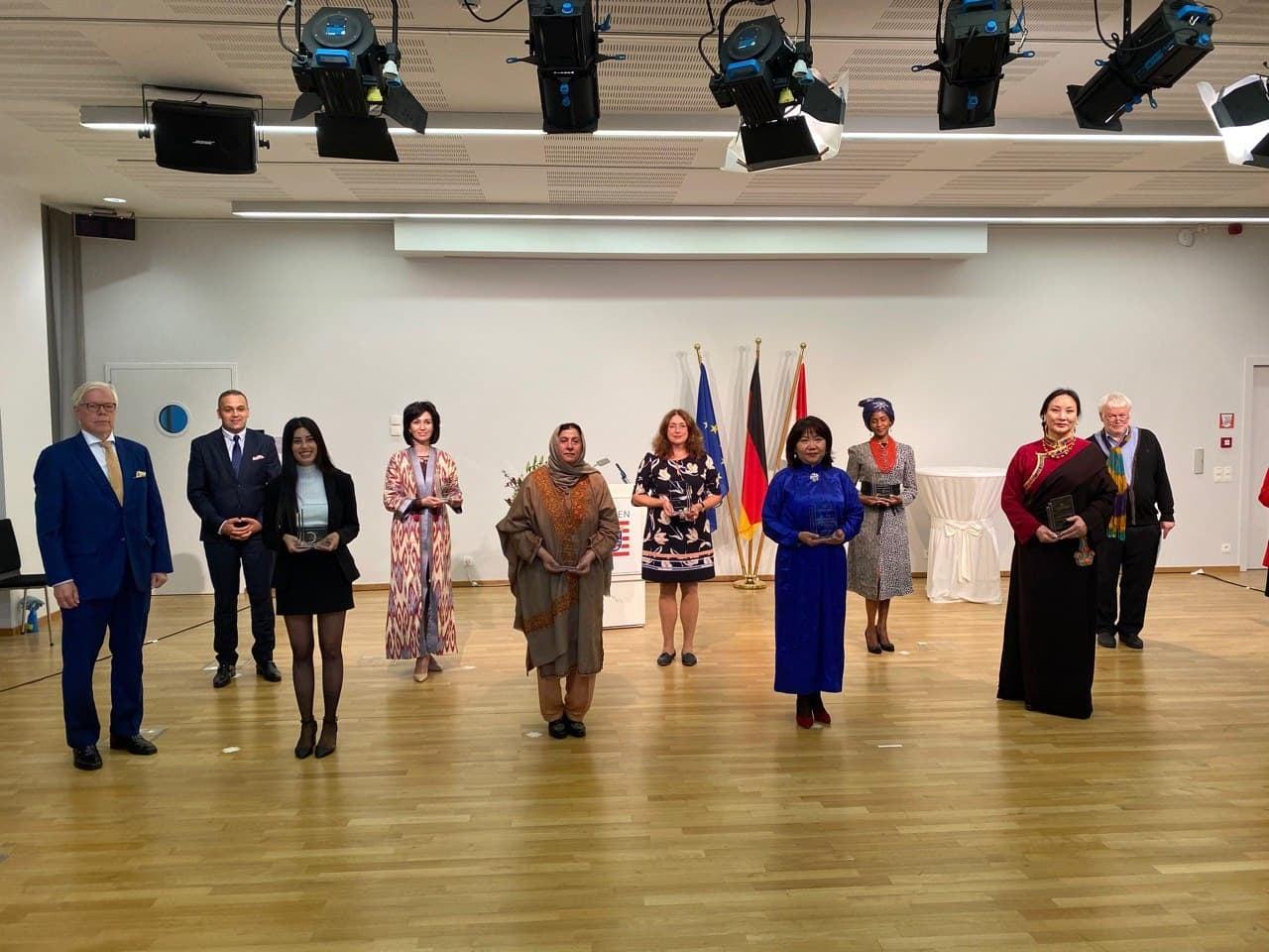 Представительница Узбекистана впервые получила европейскую премию за лидерство женщин