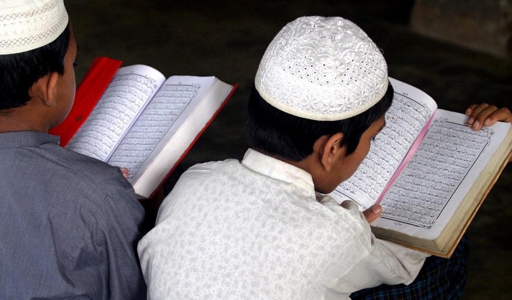 В столице мужчина незаконно обучал детей с применением религиозной литературы
