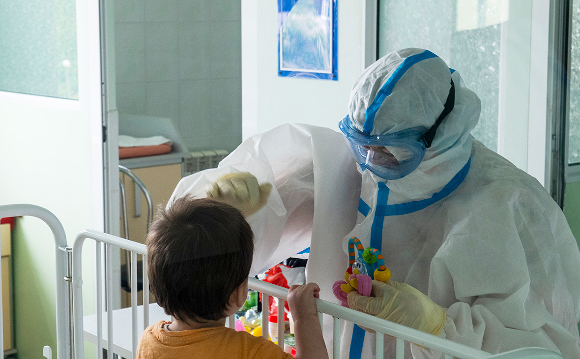 Определен уровень опасности нового штамма коронавируса для детей