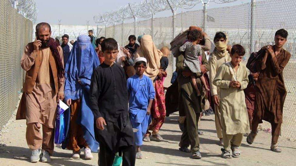 Около 200 эвакуированных афганцев вызвали подозрение властей США