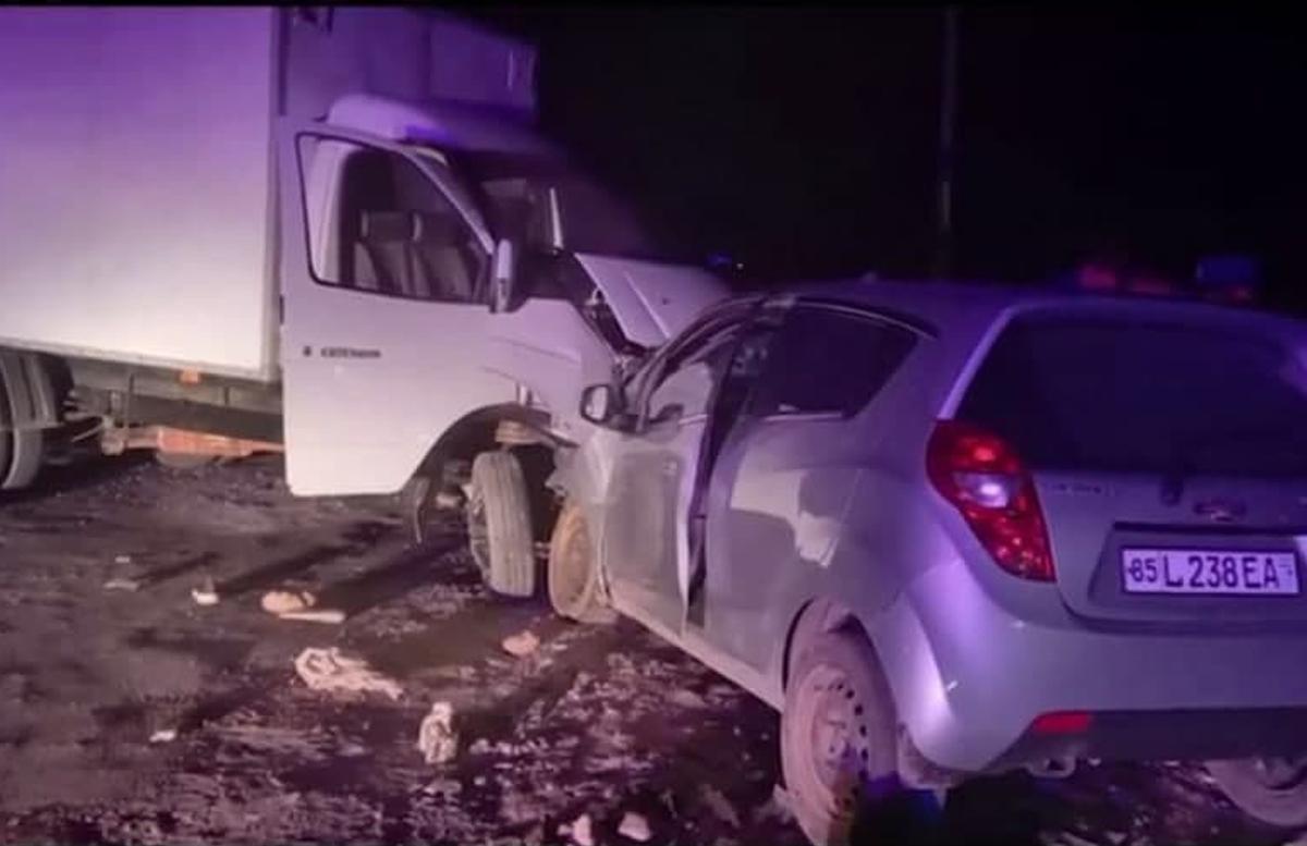 В Сурхандарье пьяный водитель «влетел» в припаркованную «ГАЗель»: один человек погиб