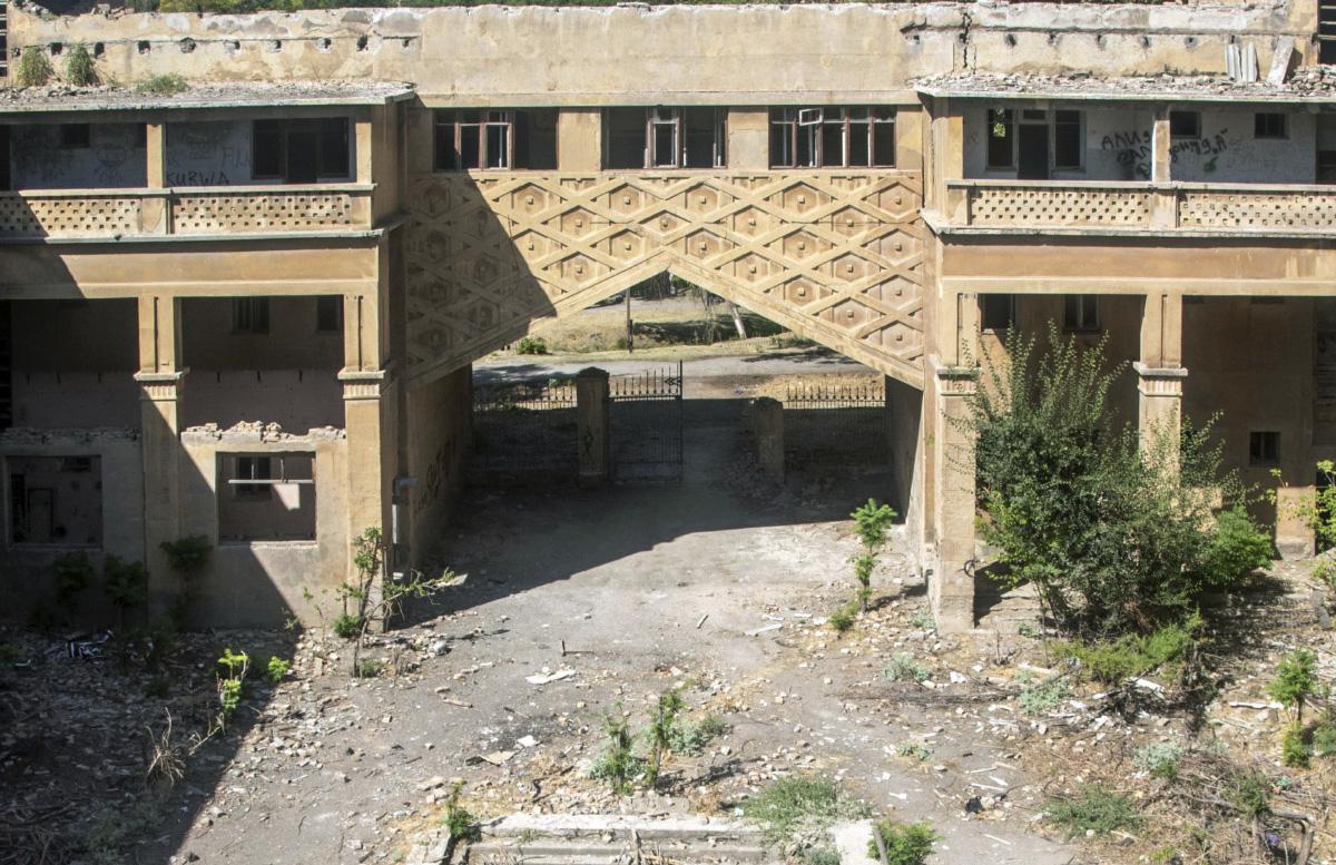 Защитить не удалось: Здание бывшей гостиницы Чирчикстрой признали непригодным для использования