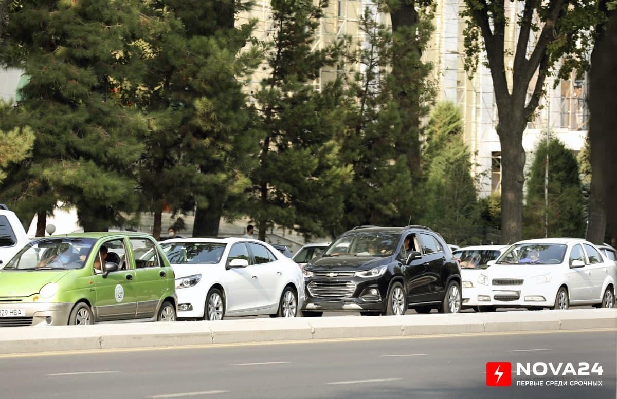 В Ташкенте граждане в первый день учебного года столкнулись с длинными пробками на улицах