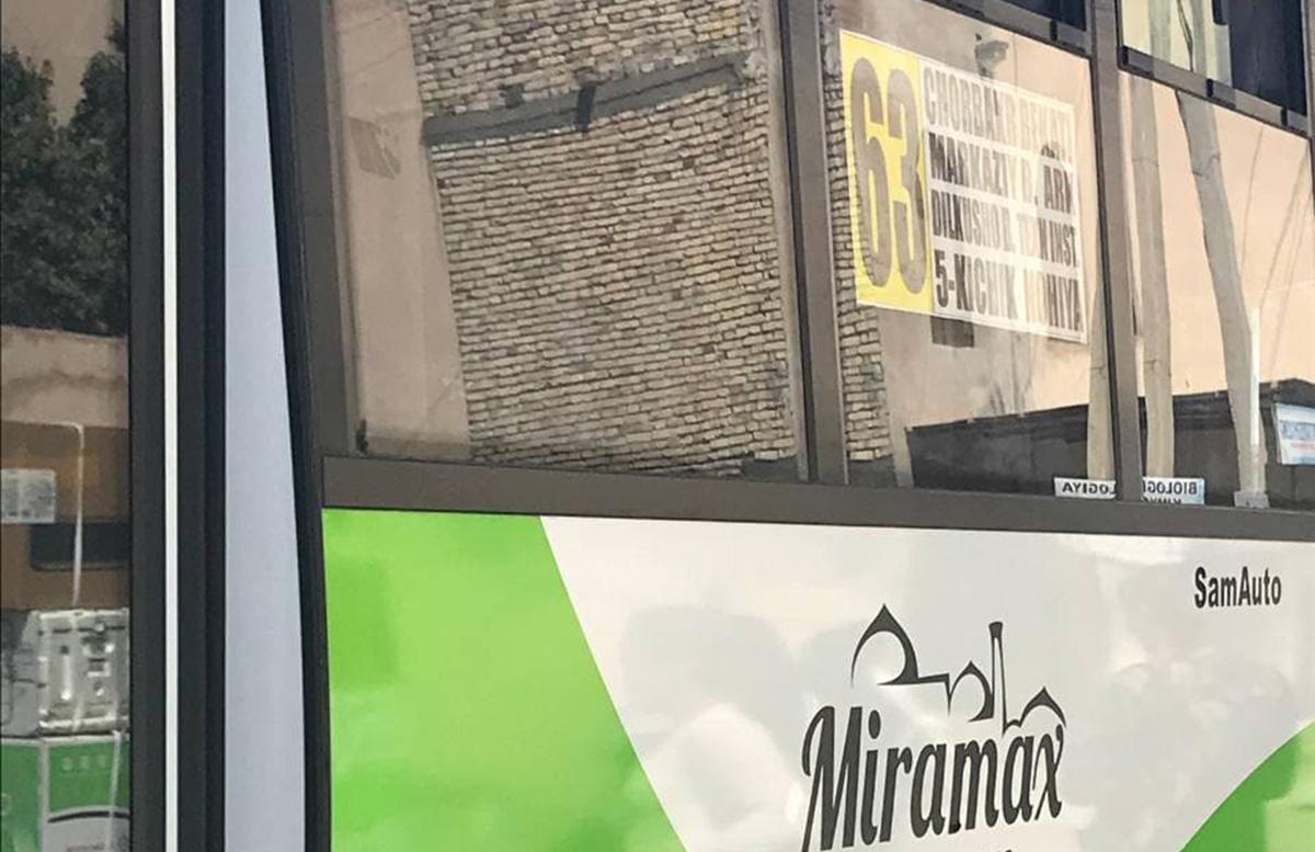 Женщина пожаловалась на завышенные цены на проезд в одном из автобусов Бухары — видео