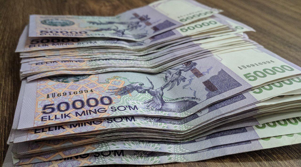 В Карши мужчина украл из припаркованного возле мечети автомобиля 70 миллионов сумов