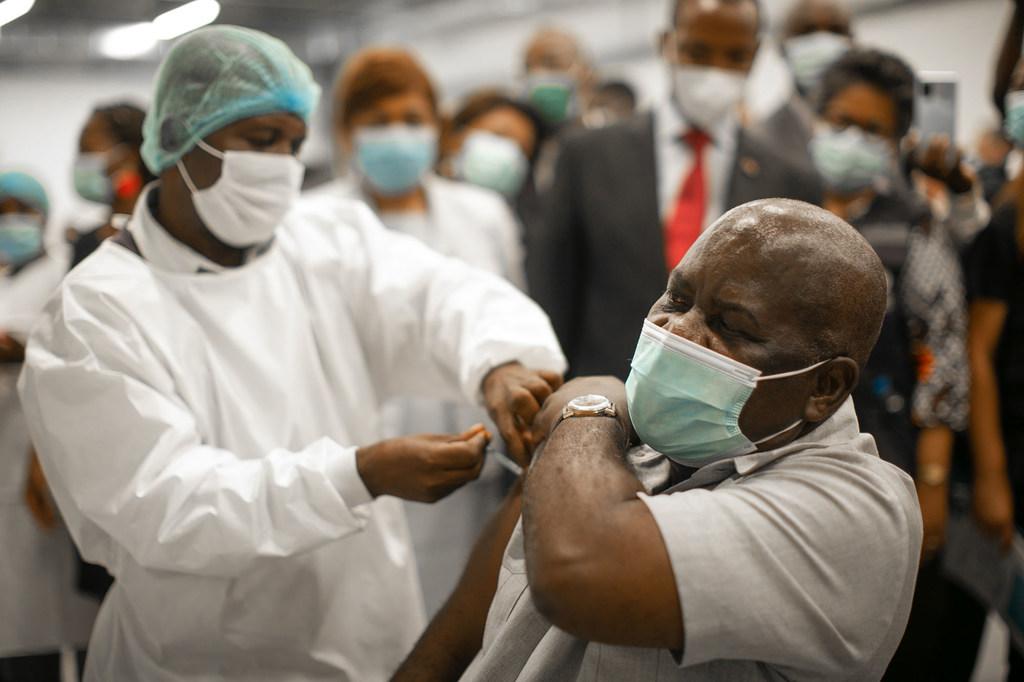 Африка нуждается в поставках новых крупных партий вакцины от коронавируса, — ВОЗ