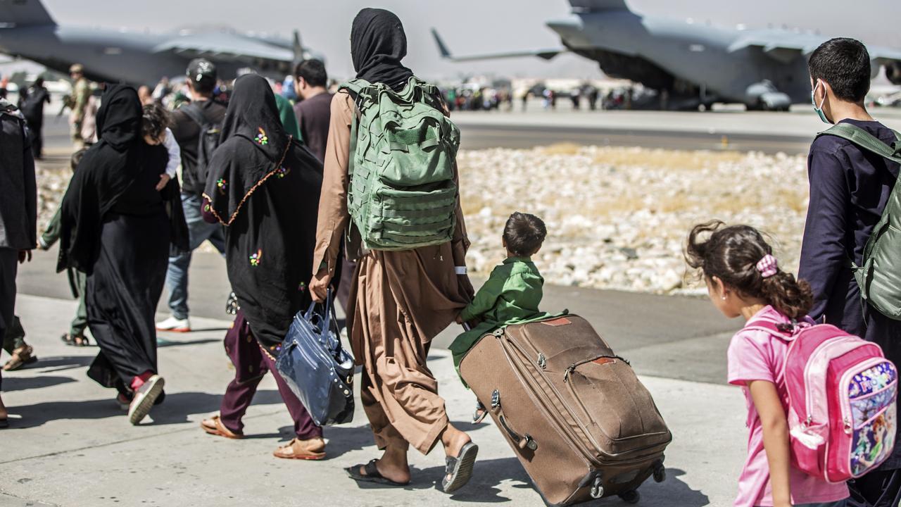 Власти США выявили 44 потенциально опасных беженца среди эвакуированных из Афганистана