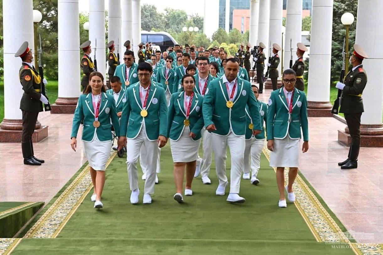 Президент встретился с Паралимпийцами и рассказал о планах развития спорта в республике