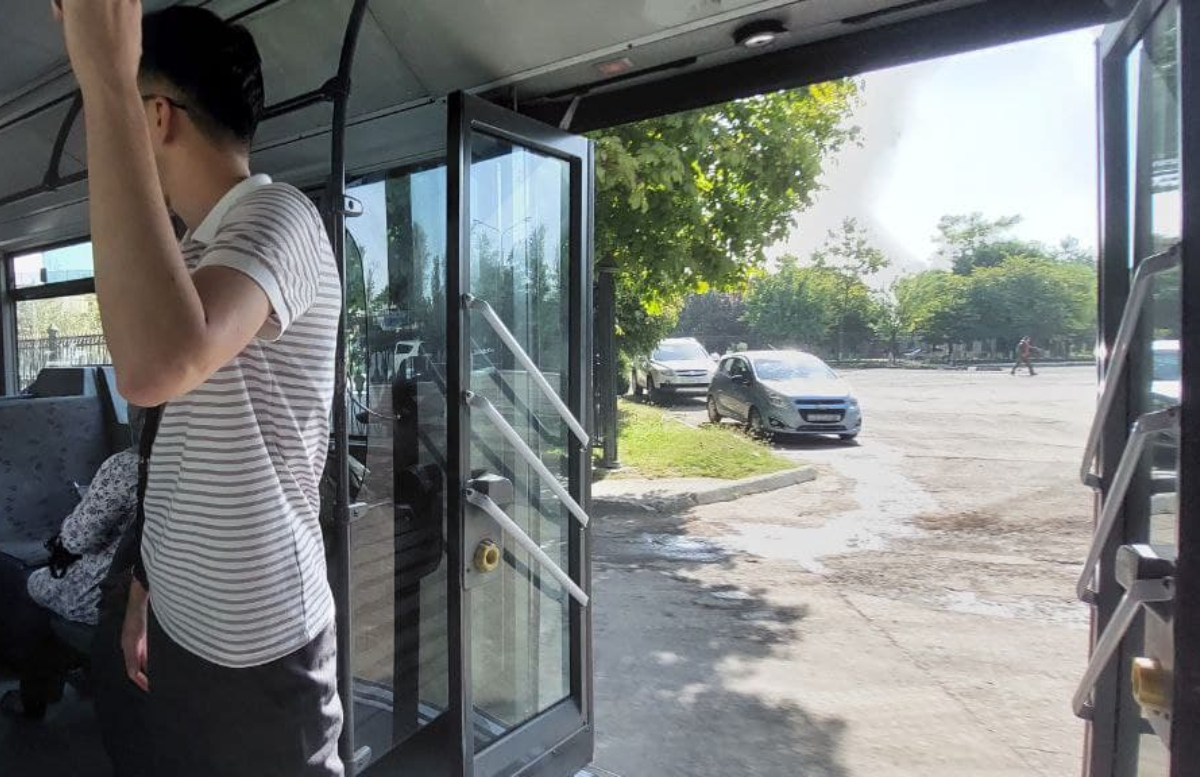 В Ташкенте автобус проехался с открытыми дверями — видео