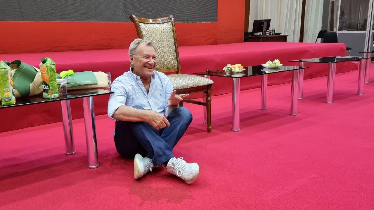 В «Узбекфильм» состоялся мастер-класс известного российского актера и художника Сергея Шакурова