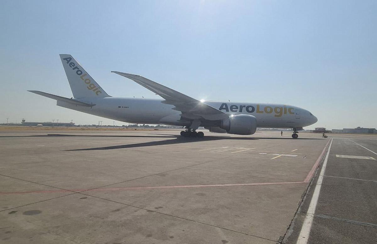 Американская вакцина Pfizer прибыла в аэропорт Ташкента