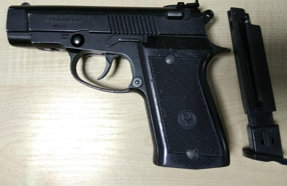 В Каракалпакстане задержали мужчину за попытку незаконно провезти пневматический пистолет