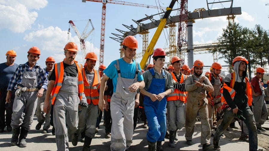 Более 10 тысяч мигрантов из Узбекистана трудоустроят в России