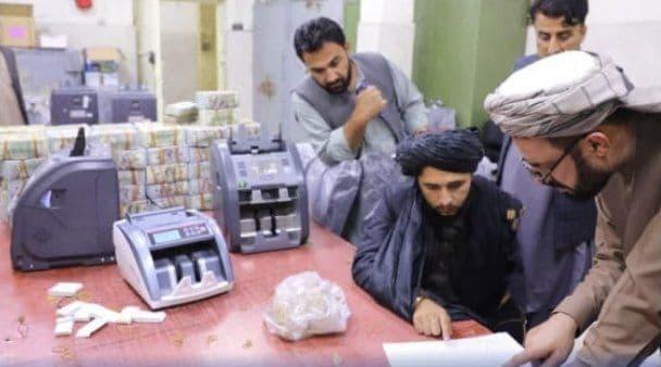 Талибы передали ЦБ Афганистана 12,3 млн долларов, которыми владели бывшие чиновники