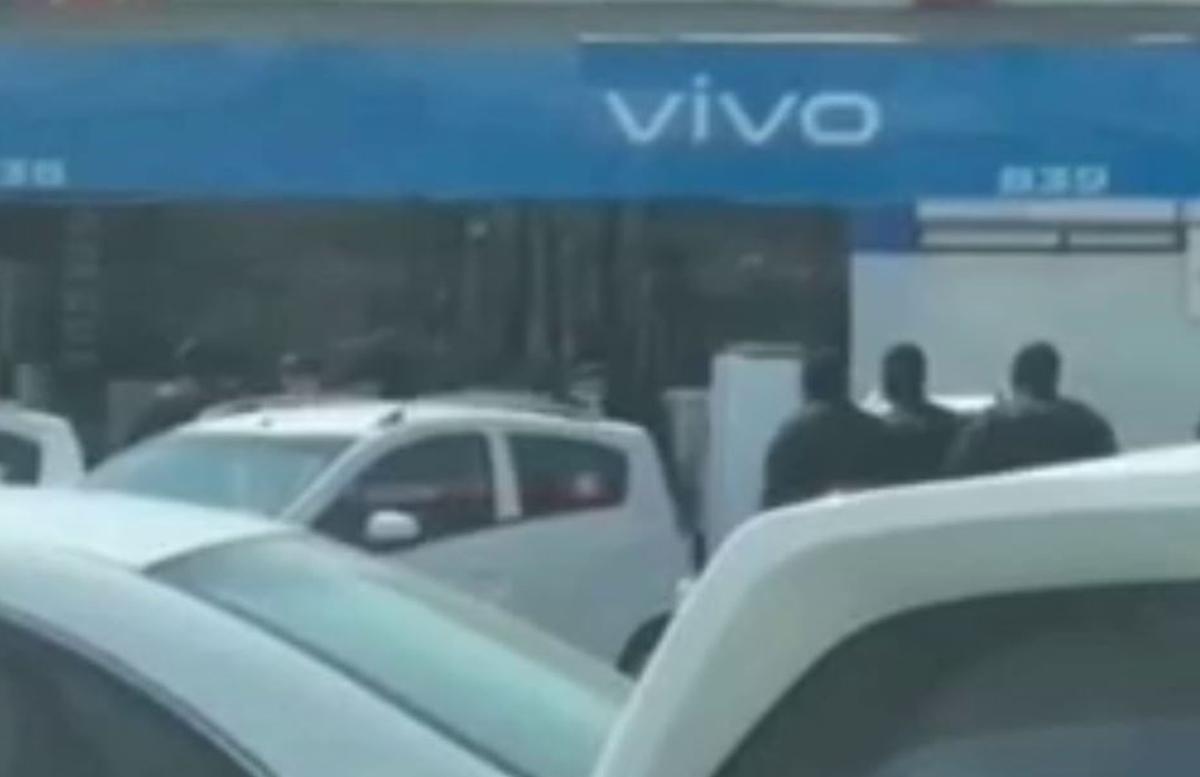 По рынку «Малика» расхаживали сотрудники спецподразделения силовых структур — видео