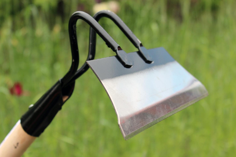 В Андижане мужчина забил своих несовершеннолетних братьев садовым инструментом