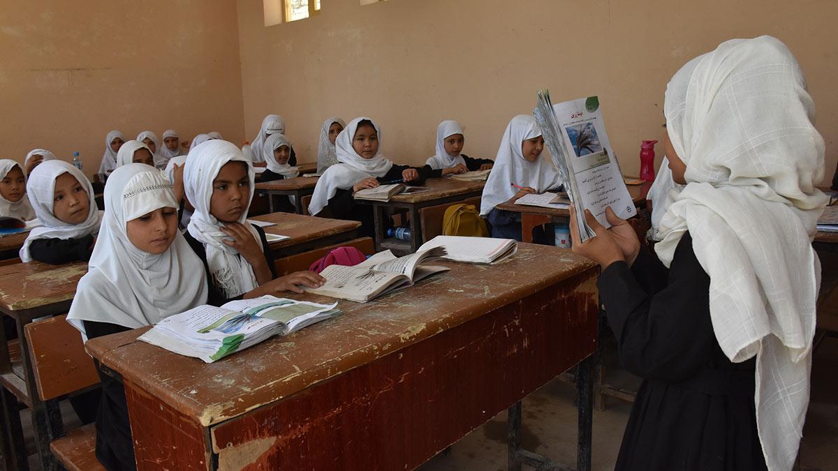 Талибы назвали условие для возобновления школьных занятий для девочек