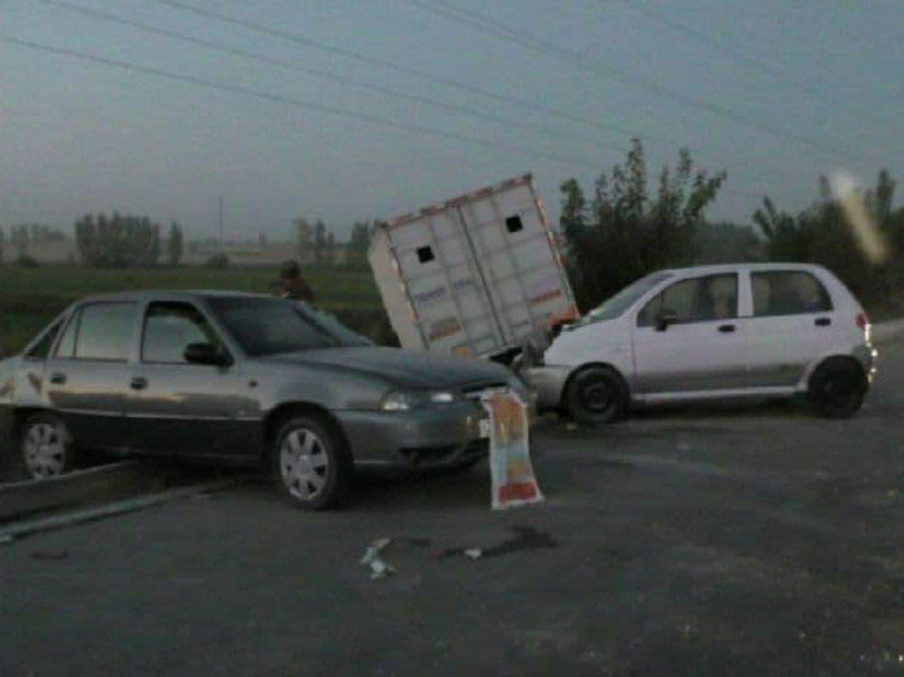 В Андижане произошло крупное ДТП сразу с шестью машинами