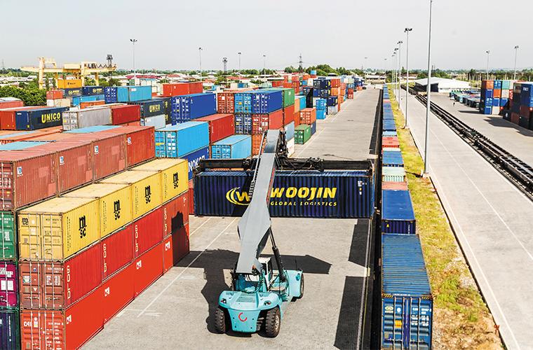 Узбекистанцам рассказали в какую страну чаще всего экспортируются товары