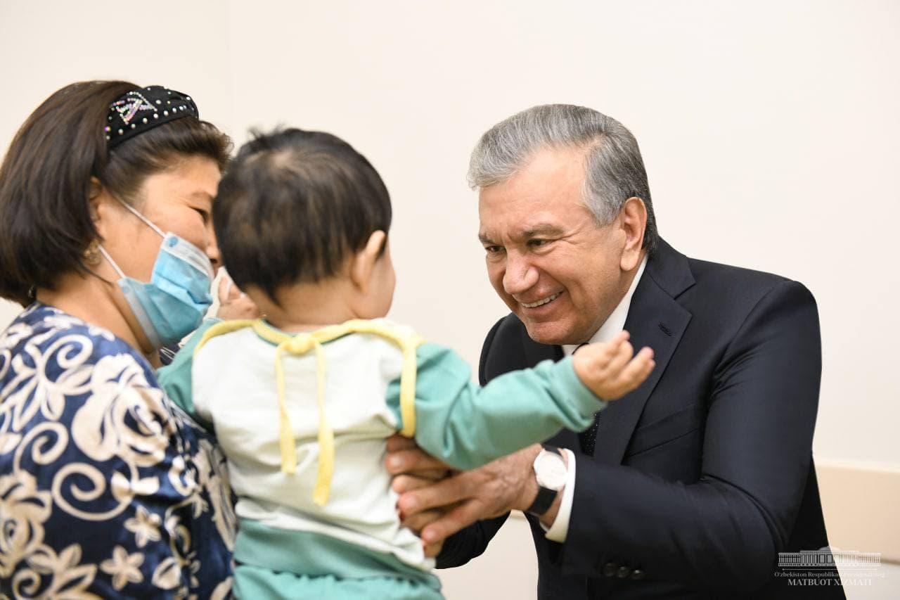 Шавкат Мирзиёев ознакомился с деятельностью новой клиники в Нукусе