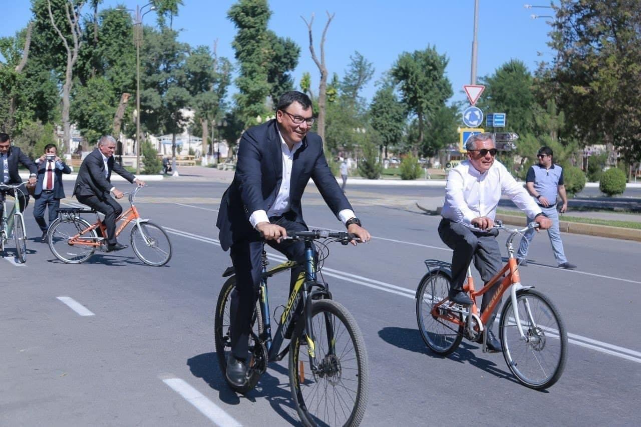 В Узбекистане чиновников призвали на день пересесть на велосипеды