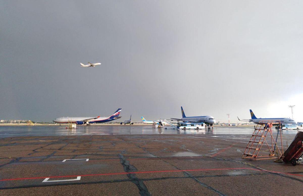 Пассажирский самолет совершил вынужденную посадку в аэропорту Ташкента