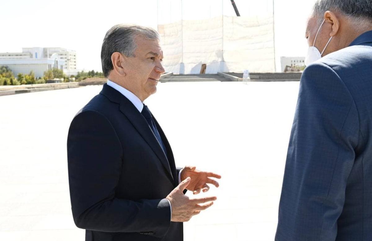 Президент ознакомился со строительством комплекса Джалолиддина Мангуберды в Ургенче