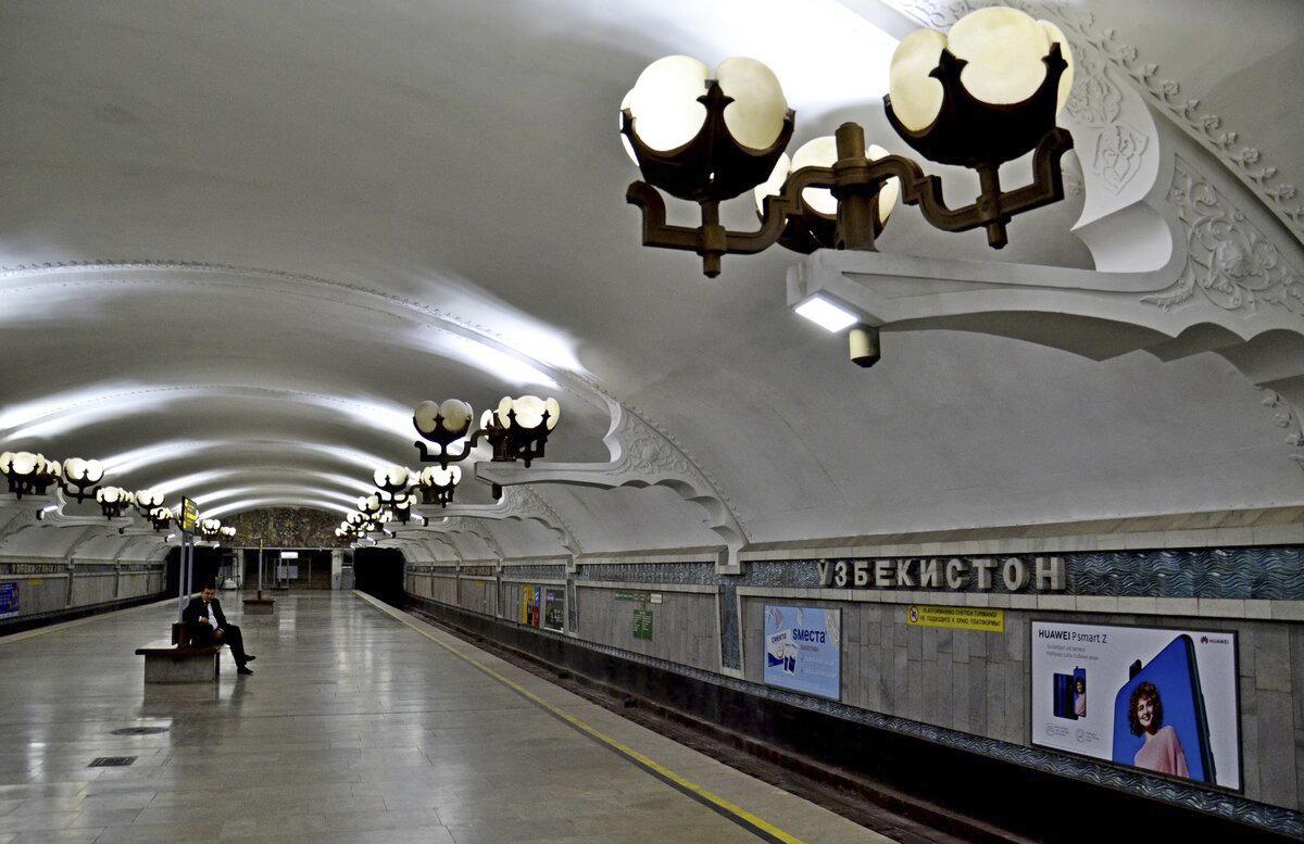 В ташкентском метро девушка пыталась броситься на рельсы