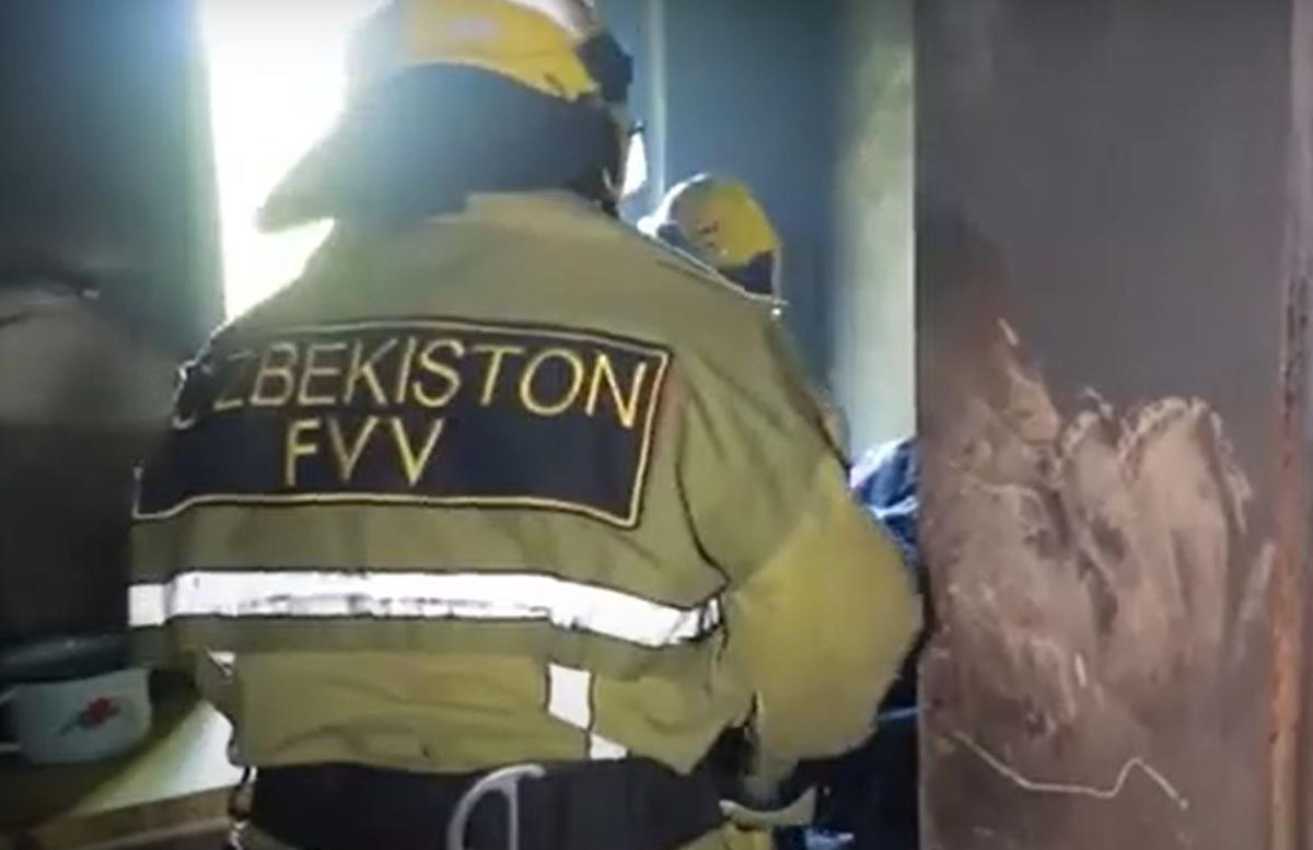 В Навои спасли 9-летнего мальчика из горящей квартиры