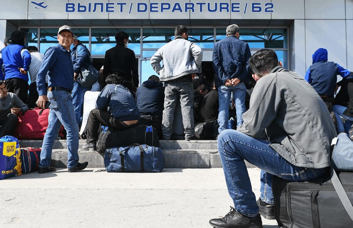 Из России выгнали на родину около 50 узбекистанцев за пьянство на работе