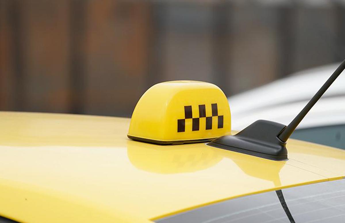 Стало известно наказание для пристававшего к пассажиркам таксиста
