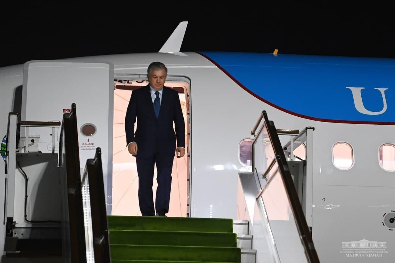 Президент завершил поездку в Фергану и уехал в Андижан