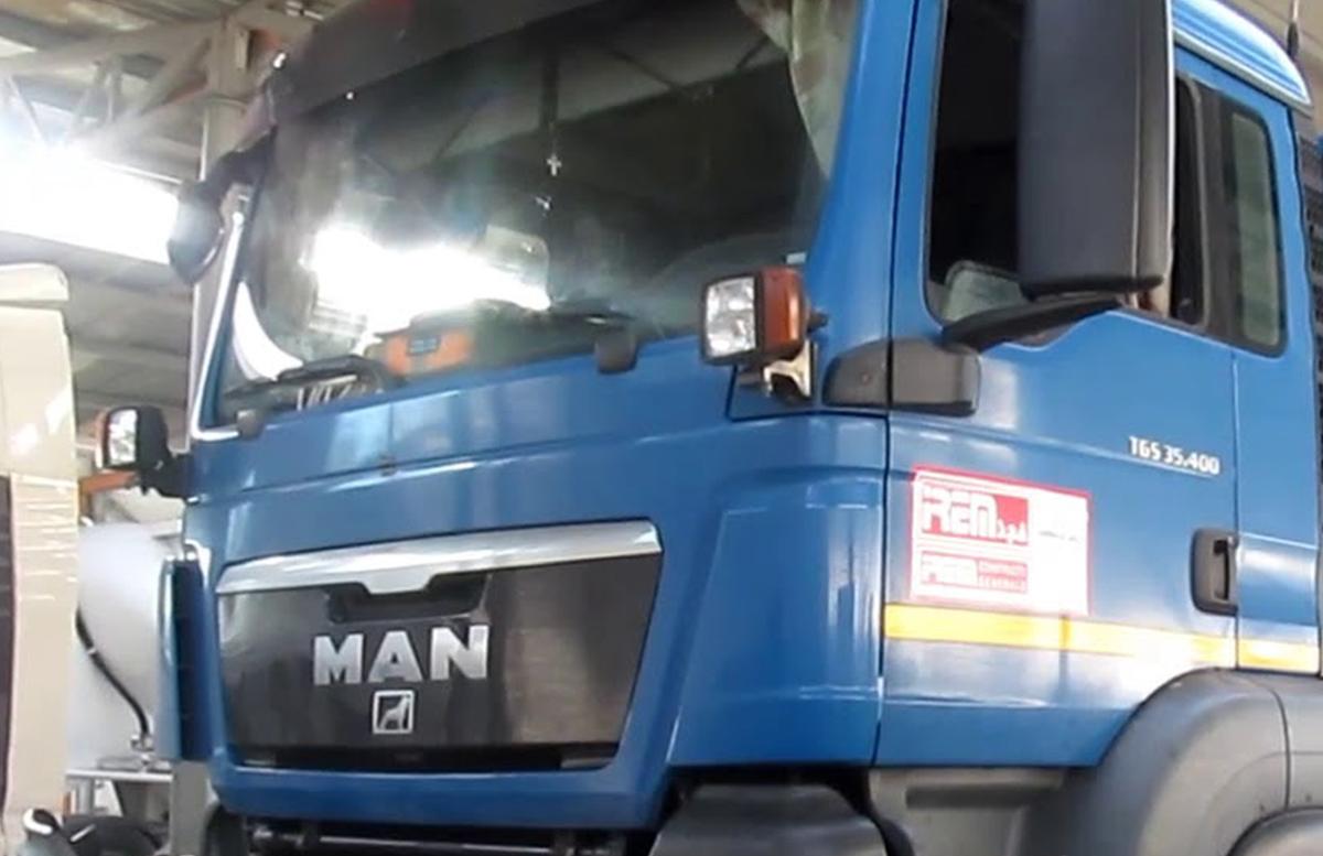В Фергане два грузовика «протаранили» жилые дома — видео