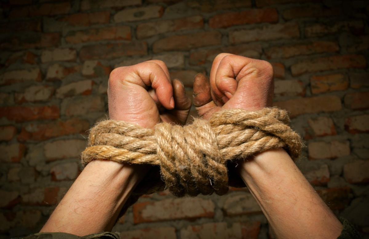 В Фергане отец по неосторожности убил своего пьяного сына