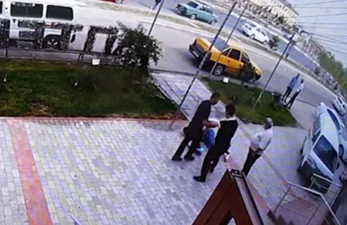 В Намангане сотрудник органов избил женщину на глазах у прохожих — видео