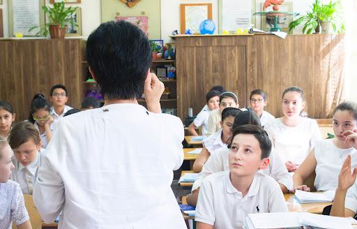 Стало известно, сколько педагогов работает в Узбекистане