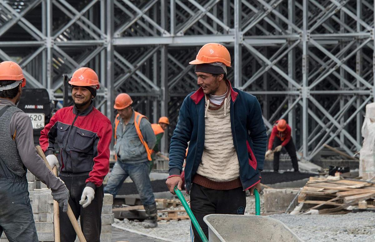 На стройки России привлекут десять тысяч узбекских рабочих