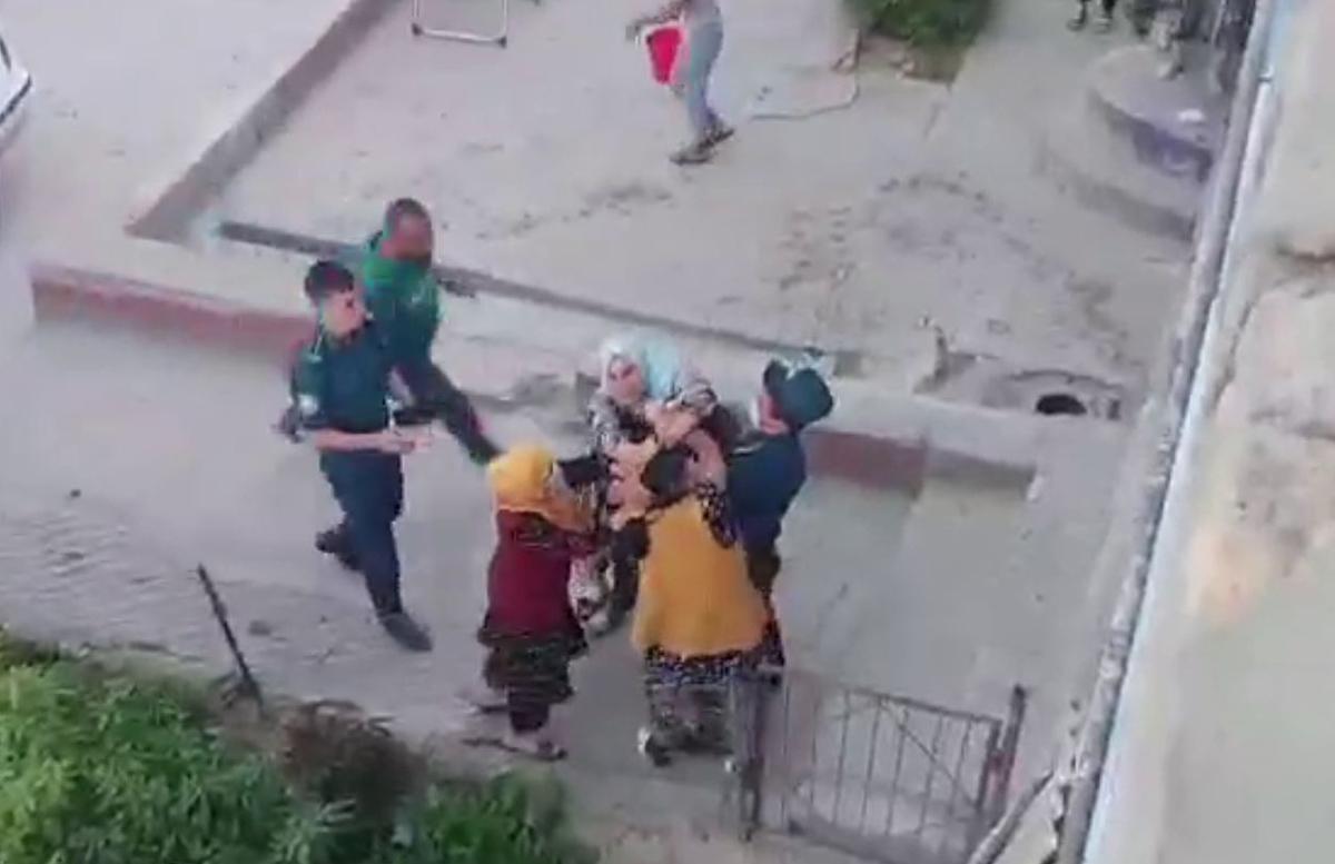 В Джизаке произошла потасовка между четырьмя гражданами — видео